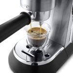 Delonghi EC685.M Dedica Style Machine Expresso 1300 W : préparation du café expresso